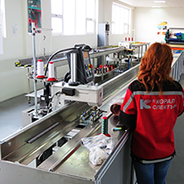 Special automatic machines for sewing acrylic fabrics