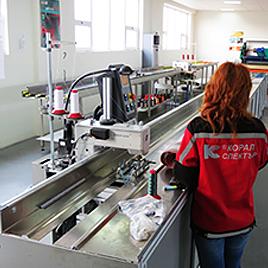 Специализирани автоматични машини за шев на акрилни платове