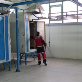 Installation for powder coating with previous preparation